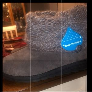 Boots, 6, Muk Luxe NWT grey water resist knit